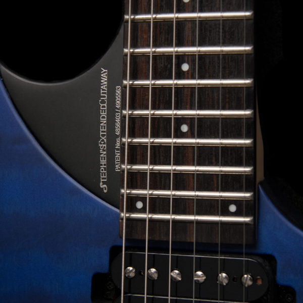 PXM10FRQTBLM PARALLAXE M10FRQ detail of neck pickup and cutaway