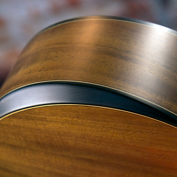 WCGM55K COMFORT G-MINI 55 KOA close up of the comfort bezel