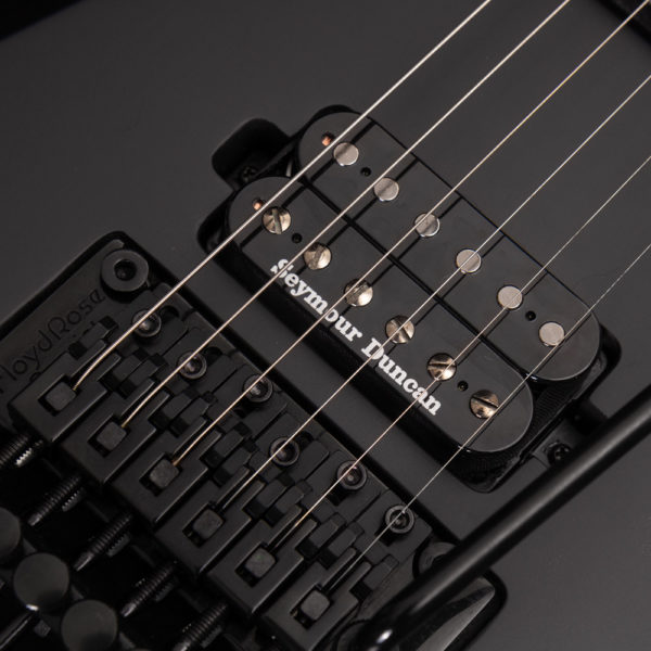 PXV26FRCK parallaxe v26fr close up of the bridge and pickup